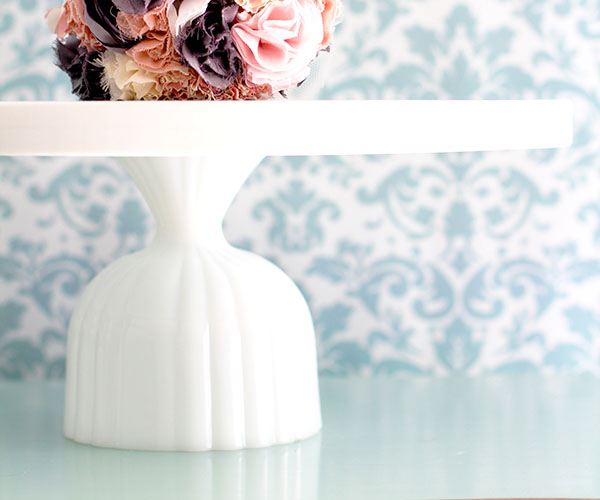 Ribbed cake stand pedestal
