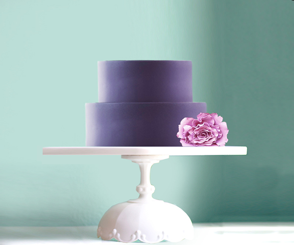 Scallop cake stand with violet plum wedding cake