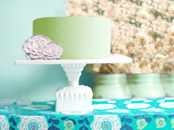 THE HOUSTON SQUARE CAKE STAND