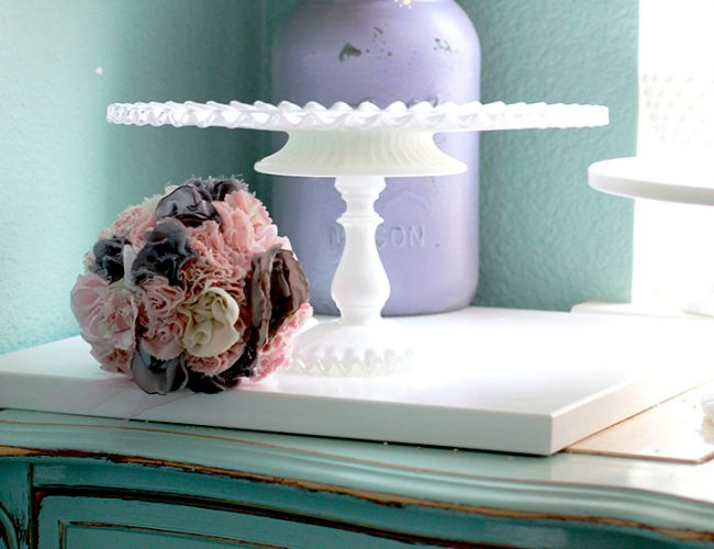 The BOURGES Ruffle milk glass cake stand
