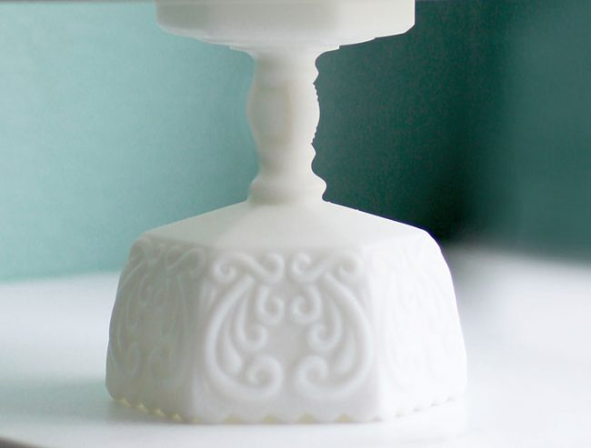 The Châteauvieux Vintage Scroll cake stand