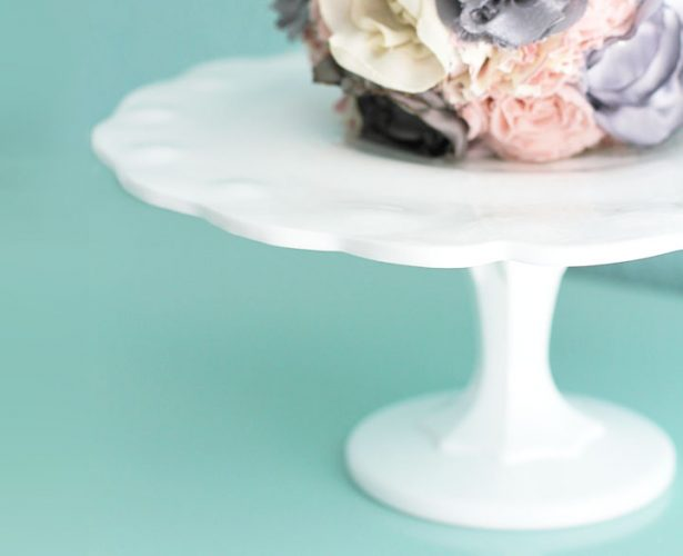 The LINCOLN Vintage scallop milk glass cake stand