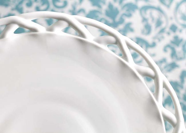 The MOSCOW Vintage Lattice Milk Glass Cake Stand
