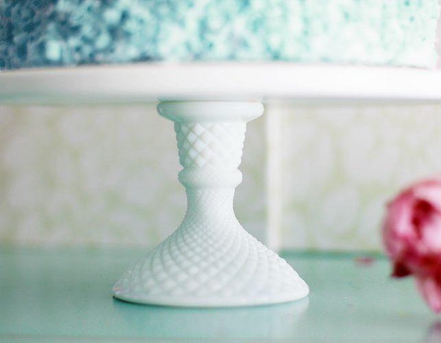 The NOVATO - Petite diamond pedestal