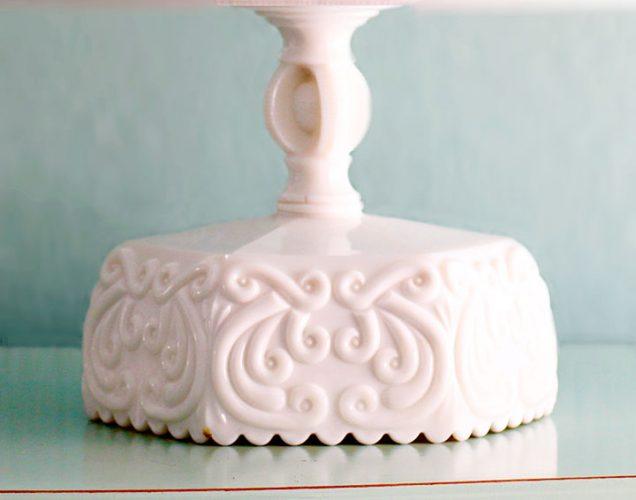 The PALAISEAU Ornate Scroll cake stand