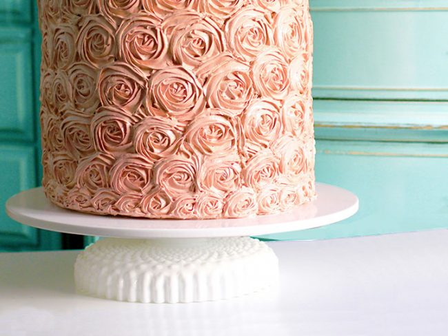 Low ruffle cake stand