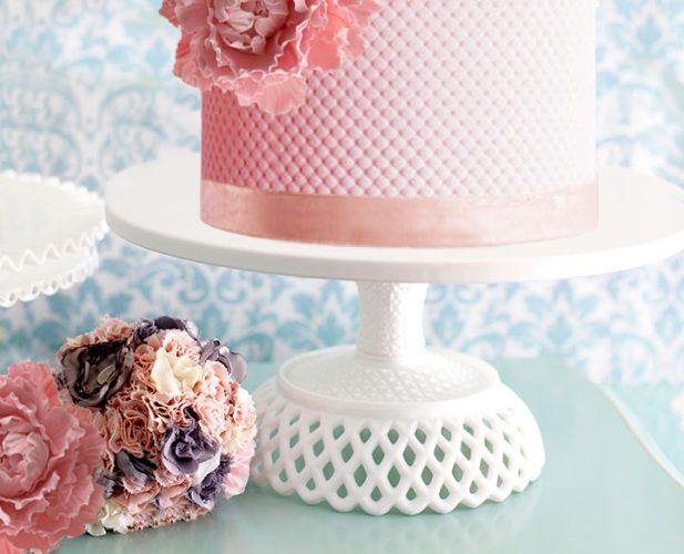 Lattice cake stand
